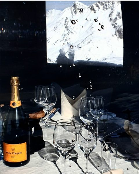 Table is ready🥂🎿 #lechamarlberg #lech #veuveclicquot #champagne #champagneandpowder #instagood #picoftheday #kaiserwetter #arlberg #skiarlberg ...