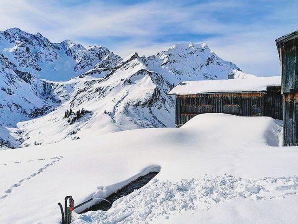 Guten Morgen in weiß ❄️ Wir haben ganze 155cm Schnee am Berg, im ...