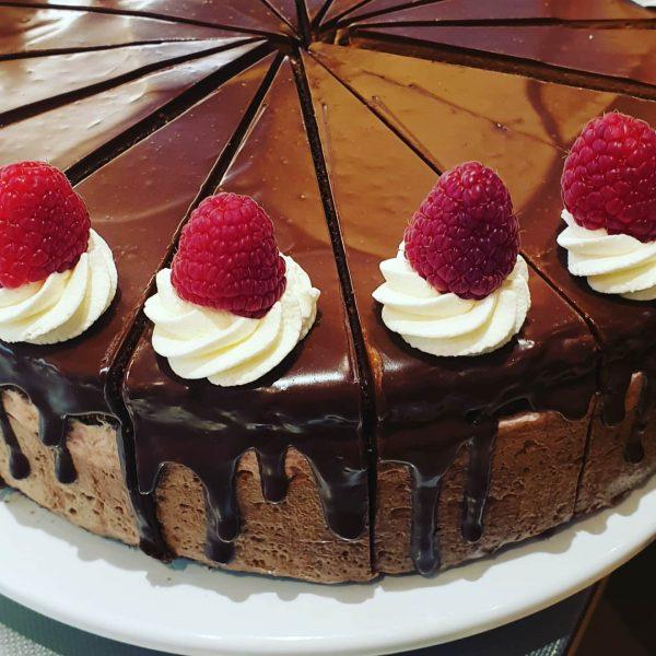 Himbeer trifft auf Schokolademouse.... #selbstgemacht #schokoladengenuss #schokoladenlust #luschnou #coffee #instacoffee #dessert #konditorei #torte ...