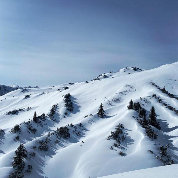 this is magic #winterwonderland #lechzuers #arberg #austria #lechamarlberg #lavendellech #winter #snow #visitaustria #visitvorarlberg #winterholiday #livingingparadise Lech, Vorarlberg,...