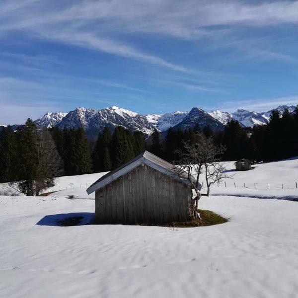 So langsam wird der Frühling immer präsenter. #breitachklamm #vorarlberg #kleinwalsertal #schnee #winter #eswirdfrühling ...