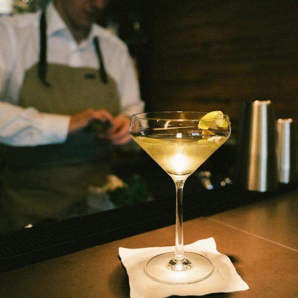 ...where bartenders never disappoint ... #edelweiss #edelweissvodka #thealpinevodka #thealpineluxury #thealpinevoyage #austria #austrianalps #madeinaustria ...