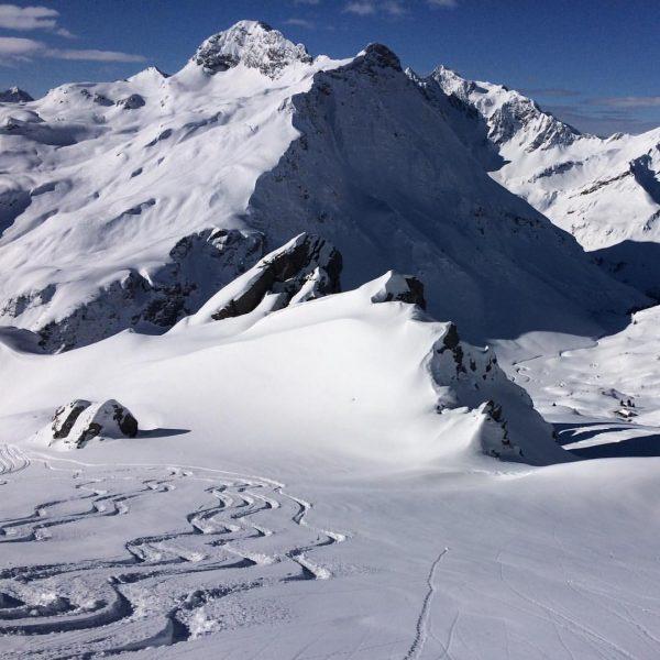 #Powderday @luxalp.chalet.warth @warthschroecken #arlbergsports #arlberg #skiarlberg #tiefschneetage #tiefschnee #luxusappartment #skiing #freerideski #freeriding #bestskispots ...