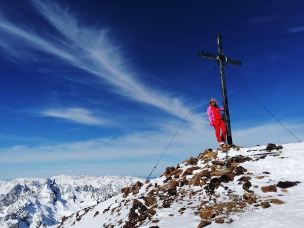 it's called snowbell mountain 🖤🗻 #topofthemountain #skitouring #skinupskidown #schneeglocke #silvrettaalps #whataview #happyday #winterchild ...