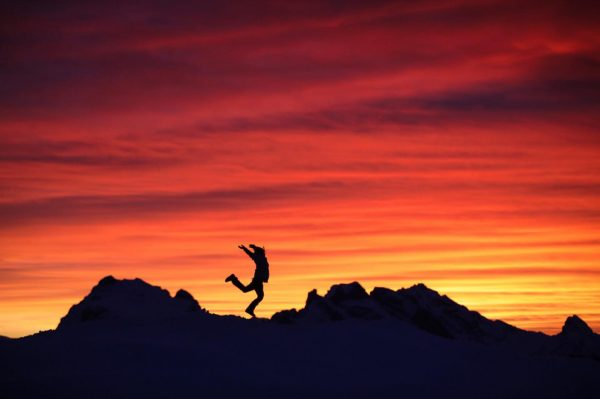 Sunset jump _________________ #silvrettamontafon #jump #mountain #abendrot #girl #simoment #silvrettamontafonhochjoch #hochjoch #sunset #abendrot ...