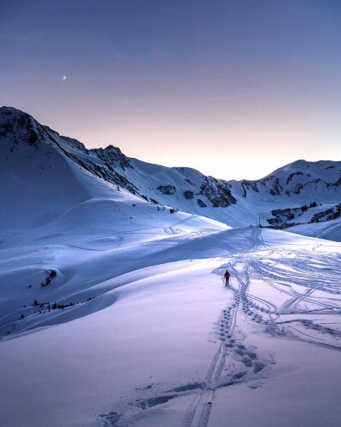 TRACKS IN THE SNOW #sunset #hähnlekopf #hoherifen #ifen #friends #summit #schwarzwasserhütte #schwarzwassertal #kleinwalsertal ...