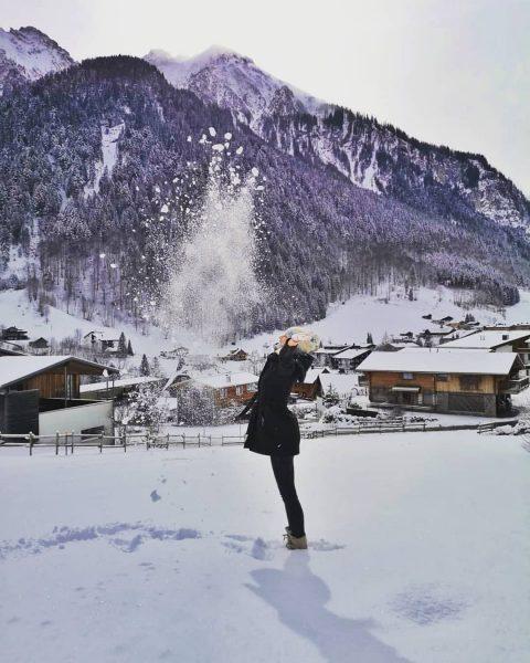 Schneeflocken sind die Schmetterlinge des Winters! #winterwandern #winterwonderland #neuschnee #wellness #snowboarding #brandnertal #kurzurlaub ...