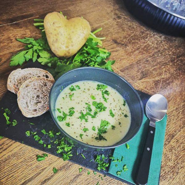 Feine Erdäpfel Cremesuppe.... #roots #bregenz #kirchstrassebregenz #visitbregenz #visitvorarlberg #wohininvorarlberg #laendle #lindau #bodensee_people #lindaubodensee ...