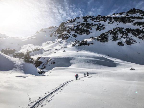 Sonniger-Skitour-Samstag #lusgrind #vorarlberg #skitour #skitoursaturday #skiingsaturday #nofilter #winterlandscape #mountainlove #winterwonderland #landscapephotography #ilovepowder #sonnenbrandsamstag ...