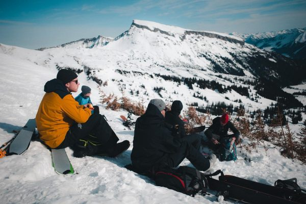 Epic lunchbreak with the crew @derdeutschemayer @smart__music @patrick_shure @tobi_kappes • • • #snow ...