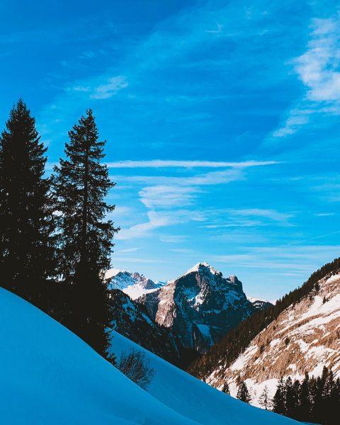 ...Skitour mit Blick zur Kanisfluh,... . . . #skitour #bregenzerwald #weekend #traumwetter #vorarlberg ...
