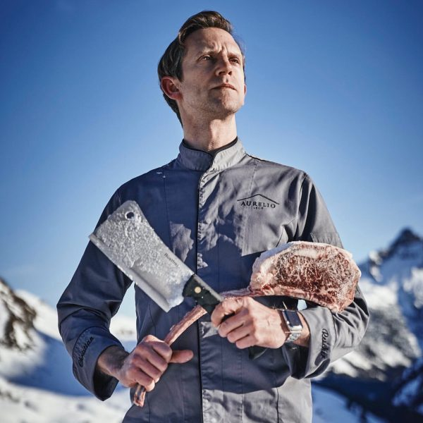 Christian with a tomahawk steak. Chef of the Restaurant Aurelio. > AURELIO 5*s ...