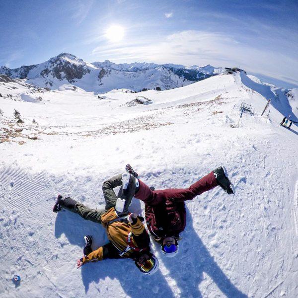 Quatschköpfe! 🤪 Danke @desven, dass du jeden Schabernack mit machst... #schabernack #skiing #ski #wintersport #vorarlberg #quatschkopf #kleinwalsertal...