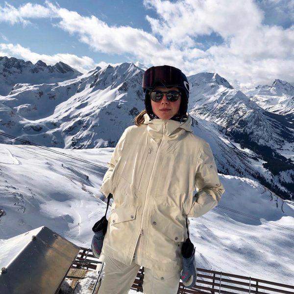 Ein Skiwasser bitte 😎 #lech #skiarlberg #rüfikopf #ski #urlaub #blackcrows #skiwasser Lech, Vorarlberg, ...
