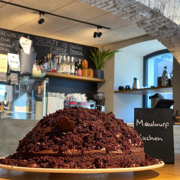 Was sich wohl darunter verbirgt? Yummy! #cafedelimellau täglich von 8-18 Uhr geöffnet 😋 ...