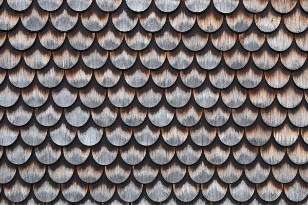 Holzschindeln #holz #holzschindeln #wood #woodshingles #muster #pattern #geometrie #geometric #fassade #österreich #austria #schnepfau ...