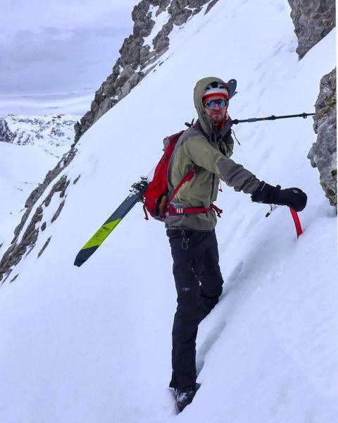 #skitour #brandnertal to #schesaplana südwandsteig #vorarlberg . . . #skimountaineering #agameoftones #tinypeopleinbigplaces #hellofrom ...