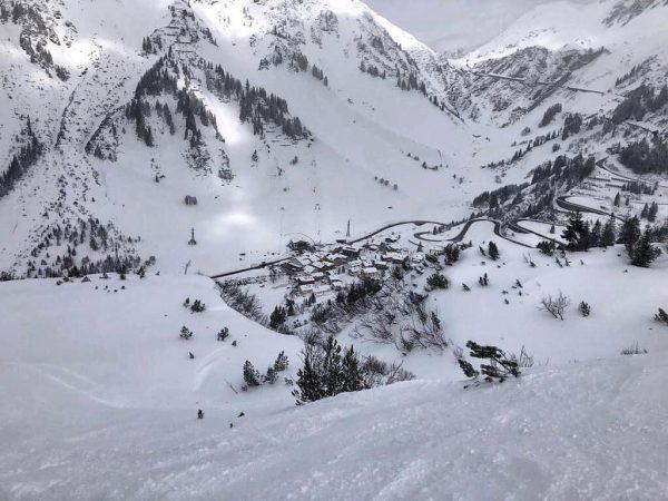 LET IT SNOW, LET IT SNOW, LET IT SNOW ☃️❄️☃️❄️☃️ • • #arlberg ...