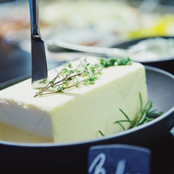 Beste Vorarlberger Sennerei Butter gibt's bei uns am Frühstücksbuffet...besonders aromatisch und ausserdem sparen ...