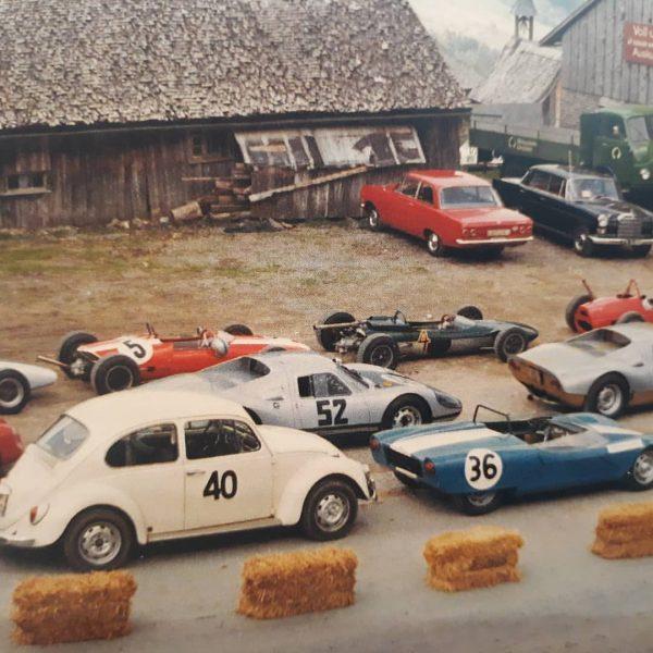Gästebeitrag: Gerade hat uns ein aufmerksamer Ausstellungsbesucher erzählt, dass bei den Bödelestrassenrennen in den 1960er-Jahren die Autos...