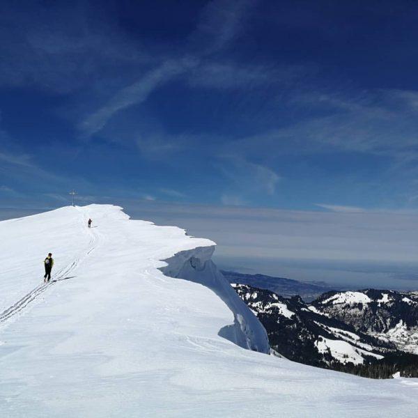 #meintraumtag in #vorarlberg: Skitour zum Hohen Freschen bei Sonnenschein pur ☀️☀️☀️ #lifeisbetterinthemountains #mountains ...