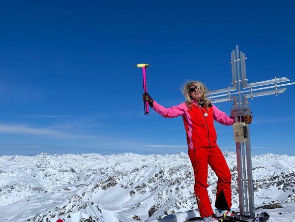🖤 happy mountain sunday 💯🗻❄️ #sundaymoods #summit #mountains #skitouring #earnyourturns #bluebird #whataview #alps ...