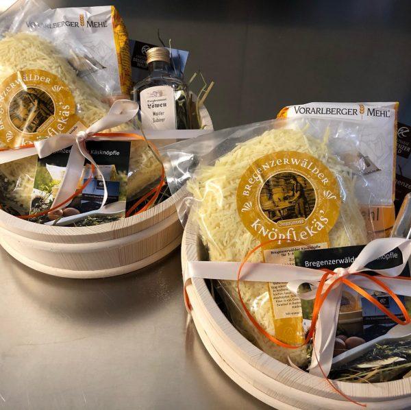 Kulinarische Geschenke aus der KäseStrasse Bregenzerwald werden gerne individuell je nach Kundenwunsch zusammengestellt. ...