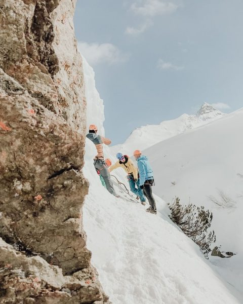 Kennst Du schon die neue Eiskletterwand auf der Bielerhöhe? 😎 Die @bergfuehrer_montafon bieten ...