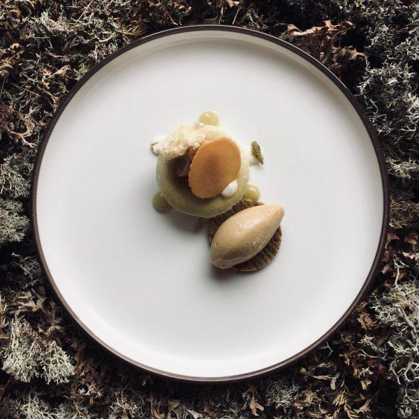 Aktuelle #speisekarte nur noch einen Tag die Dornige #joghurt #stachelbeere #weißeschokolade #wipfel ab ...