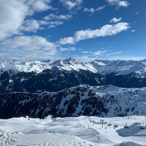 Die Skigebiete im Montafon sind momentan wie gewohnt in Betrieb. Auch Restaurants und ...