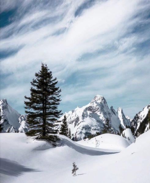 Still deep winter in the mountains 📸 by @pd_visuals #visitbregenzerwald #bregenzerwald #vorarlberg #alps ...