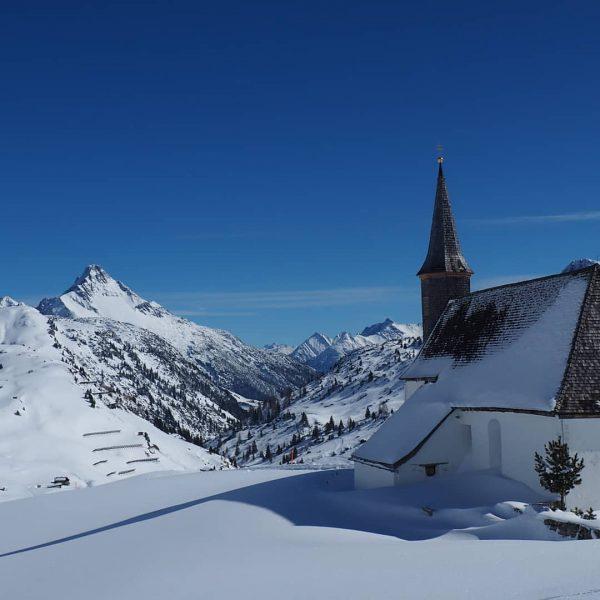 St. Jakobus Kapelle am Simmel #bregenzerwald #bezau #berge #schröcken #winter #vorarlberg #schnee #winterlandschaft ...