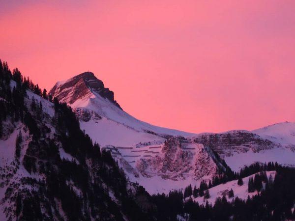 Morgenrot... #bregenzerwald #bezau #baumgarten #niedere #winter #vorarlberg #schnee #winterlandschaft #winterwonderland #kanisfluh #berge #skifahren ...
