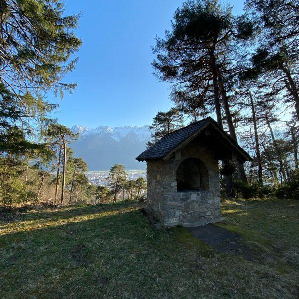 Frische Luft ... ohne Sozialkontakte ... in unseren wunderschönen Wäldern oberhalb von Nüziders ...