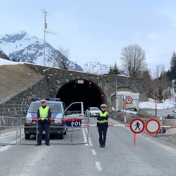 Straßen.Sperre 🚧🚔🚗🏔 Vielen Dank an die Kolleginnen und Kollegen der Polizeiinspektionen, die heute ...