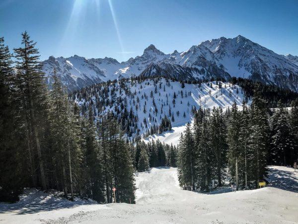ein letztes Mal. ein letztes Mal Skifahren für die Saison 2OI9/2O20. ein letztes ...