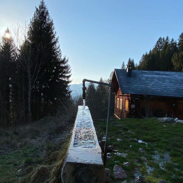 Kaltes klares Wasser auf dem Weg vom Sonderdach nach Bezau ....... . . ...