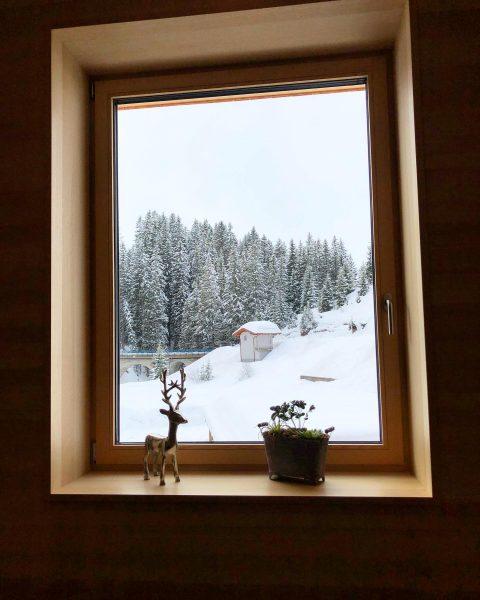 Wir bleiben unterm Dach 🙏🏻 #wirbleibenzuhause #warth #warthschröcken #winter #winterwonderland #schnee #bergliebe #berge ...