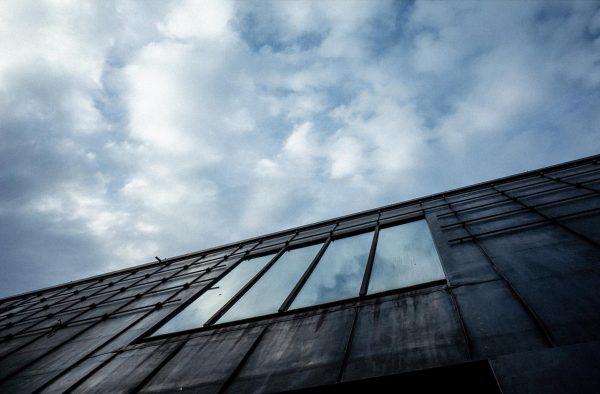 """Cada día anochece"". ""Es dämmert"". . . . #architecturephotography #archilovers #architecturelovers #architecture #building ..."