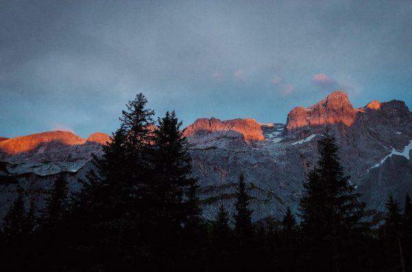 2019 | Alpenglühen. _______________________________________________________ #alpenglühen #sunset #orange #glow #glowing #lindauerhütte #gauertal #rätikon #tschagguns ...