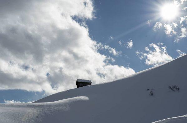 Totally in love with this landscape🌞❄️ • • #warthschröcken #powderday #skiingislife #snowlandscape #hikingadventures ...
