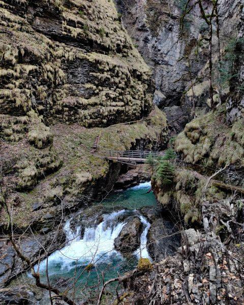 #schönhiernurkeinwlan #nurwerseineneigenenweggehtkannvonniemandenüberholtwerden #austria #übleschlucht #vorarlberg #laterns #rankweil #oneplus7t #oneplus #bridgephotography #bridge #austrianalps #clearwater ...