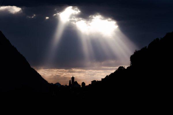 Rückblick ins Archiv : HOFFNUNG! Sonnenstrahlen über Dalaas. #hope #hoffnung #austria🇦🇹 #toldwithexposure #creatorclass ...