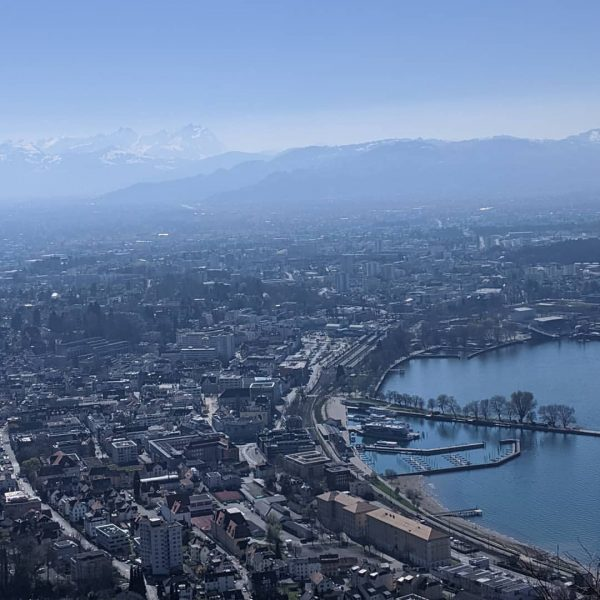 wunderschön diese Aussicht auf Bregenz & den Bodensee ❤️ #bregenz #bodensee #frühling #april ...