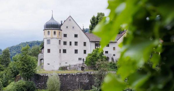 Das Deuringschlössle, ein behutsam saniertes Baujuwel thront in der Bregenzer Oberstadt. . . ...