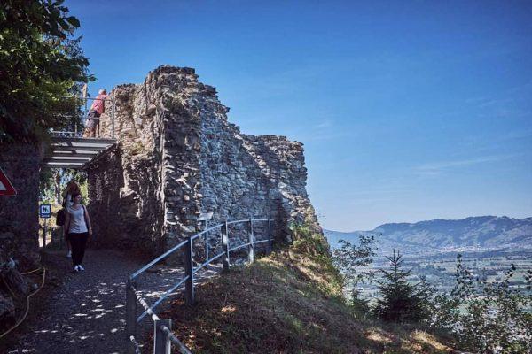 Verhaltensregeln für den Schlossberg Aufgrund der aktuell schwierigen Situation bitten wir auch, bei ...