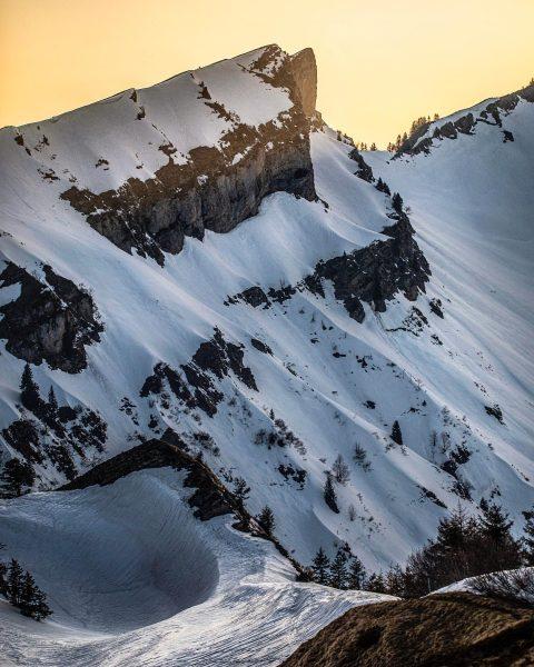 My favorite peaks at sunset 🏔 #bregenzerwald #landscapeart #bergwelten #winterstaude #northface Schetteregg - ...