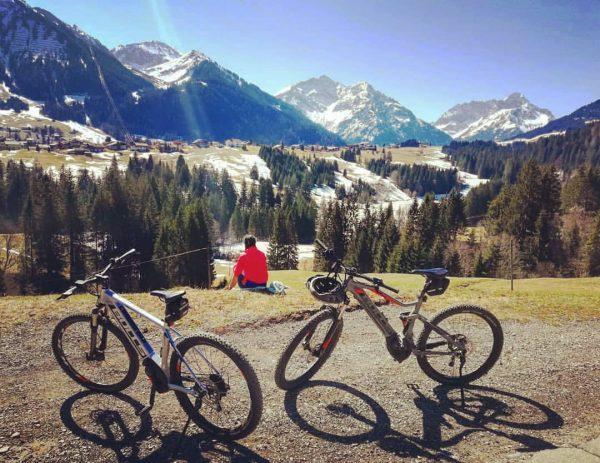 🙋♀️ Radel Tour 🚵♀️ . #visitaustria #visitkleinwalsertal #visitvorarlberg #witterstein #kleinwalsertal #vorarlberg #kanzelwand #ebike #radeln #bike #frühling #sporthilbrand...