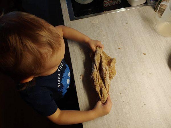 Wir versuchen uns mal wieder am Brot backen, diesmal soll es am Ende ...