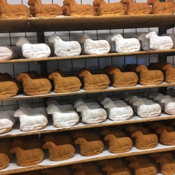 Die ersten Osterlämmer wurden heute ausgeliefert. Dinkel- & Weizenlämmer #ostern #frischbacha #bäckerei #baeckerei ...